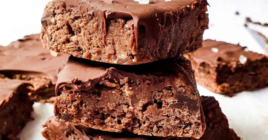 Negresa sau brownie cu naut este o alternativa sanatoasa a originalei brownie. Este crocanta, densa si foarte gustoasa!