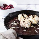 Brownie cu fructe de padure