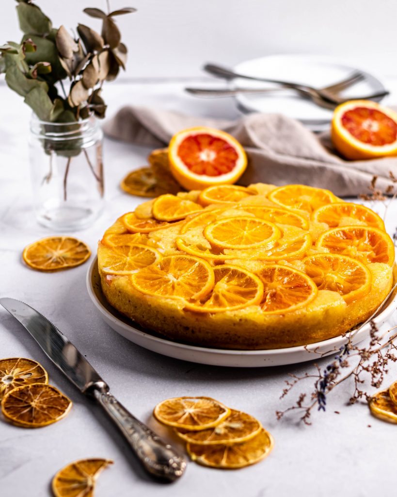 Tort de portocale rosii intors