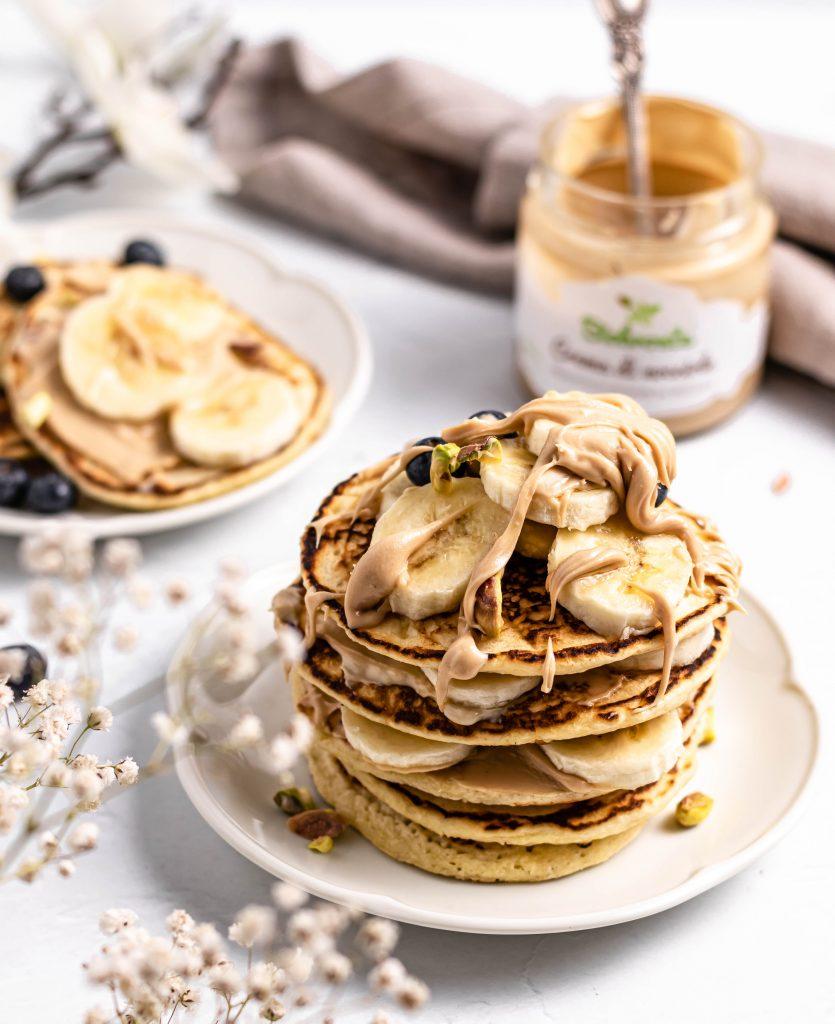 Pancakes cu crema de migdale