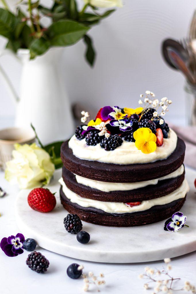 Tort de ciocolata cu crema de ciocolata alba si mascarpone