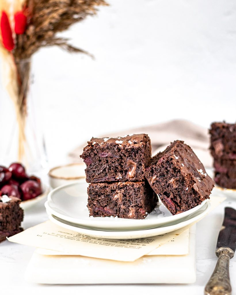 Brownie cu ciocolata si cirese